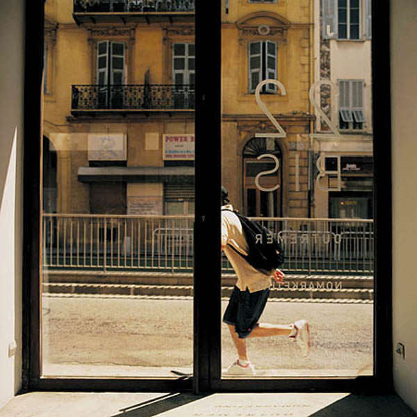 Simone Simon, Sur le passage, photo